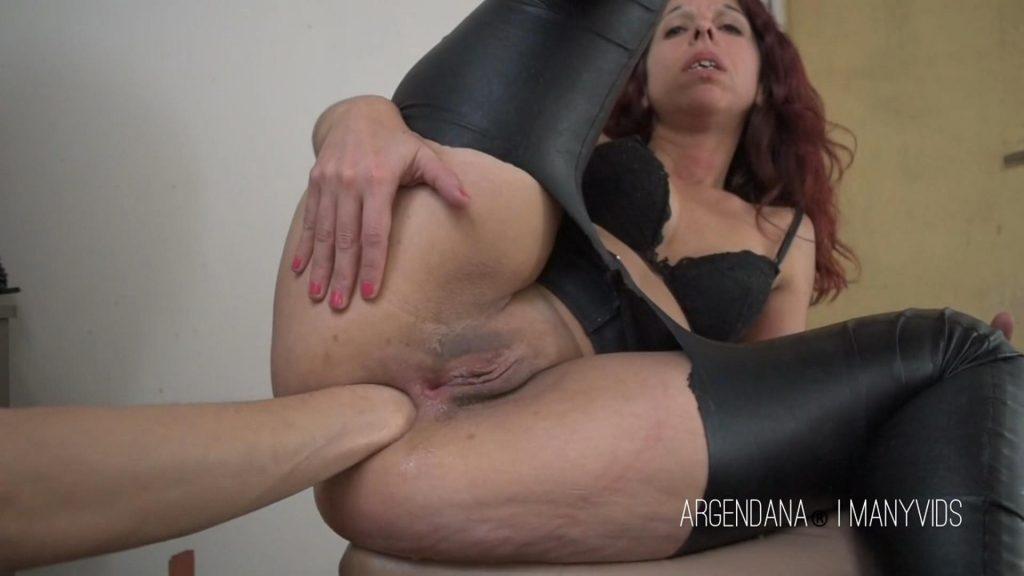 Lesbian pun strapon anal